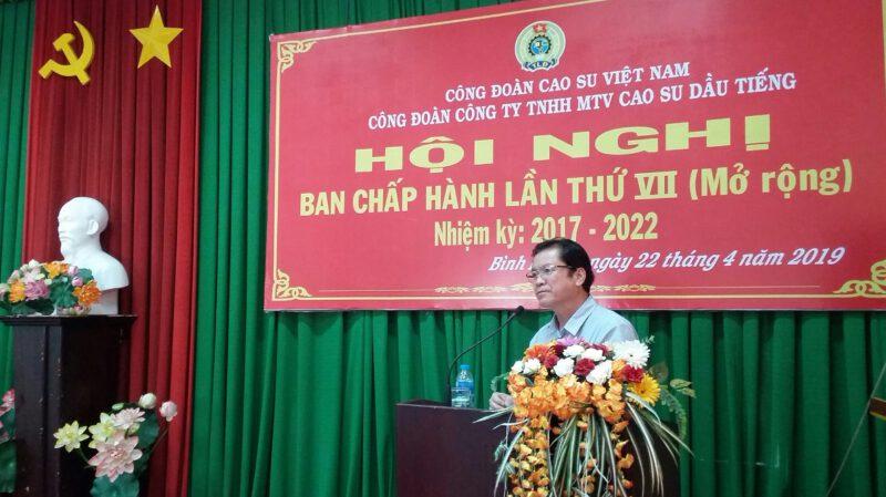 ông Lê Thanh Hưng - Tỉnh ủy viên - Bí thư đảng ủy - Tổng giám đốc công ty TNHH MTV Cao su Dầu Tiếng phát biểu tại hội nghị