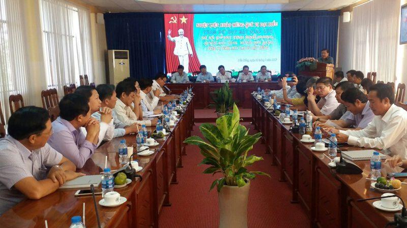 Hình 1: Lãnh đạo Sở Nông nghiệp tỉnh Bình Dương, lãnh đạo huyện Dầu Tiếng và lãnh đạo huyện Bàu Bàng và Công ty CSDT chụp ảnh lưu niệm